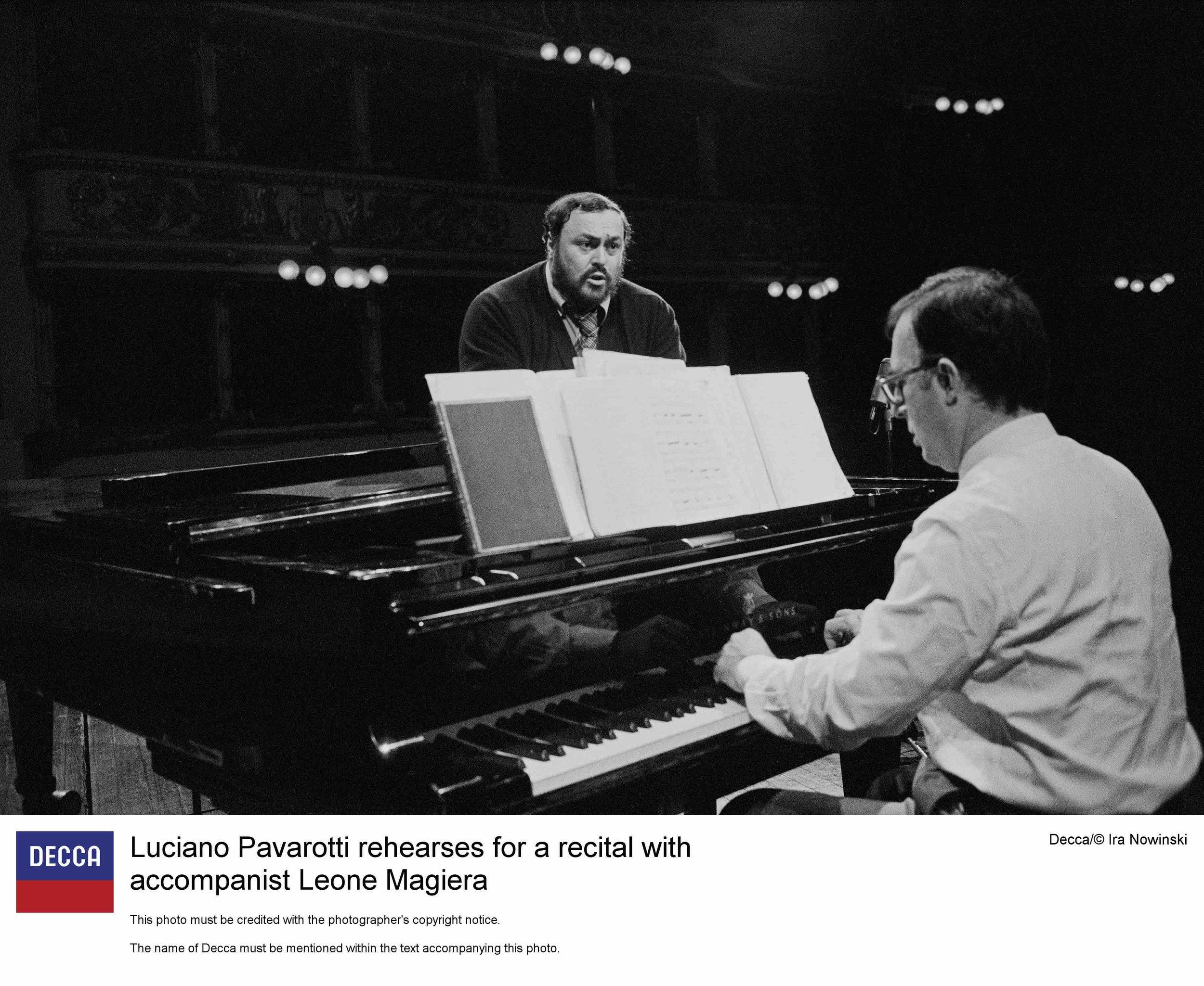 Tenor Luciano Pavarotti rehearses for a recital with accompanist Leone Magiera. Photo credit: Decca / Ira Nowinski