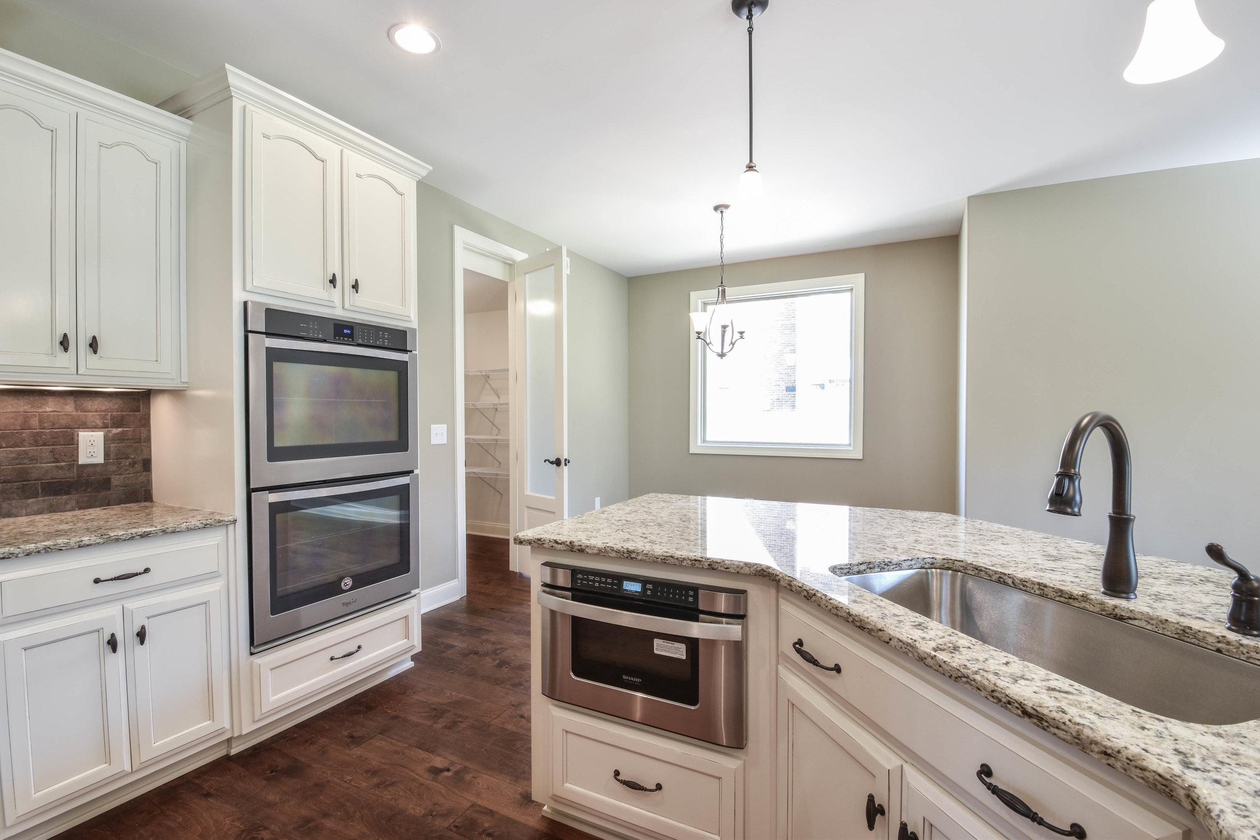 14.Kitchen 3.jpg