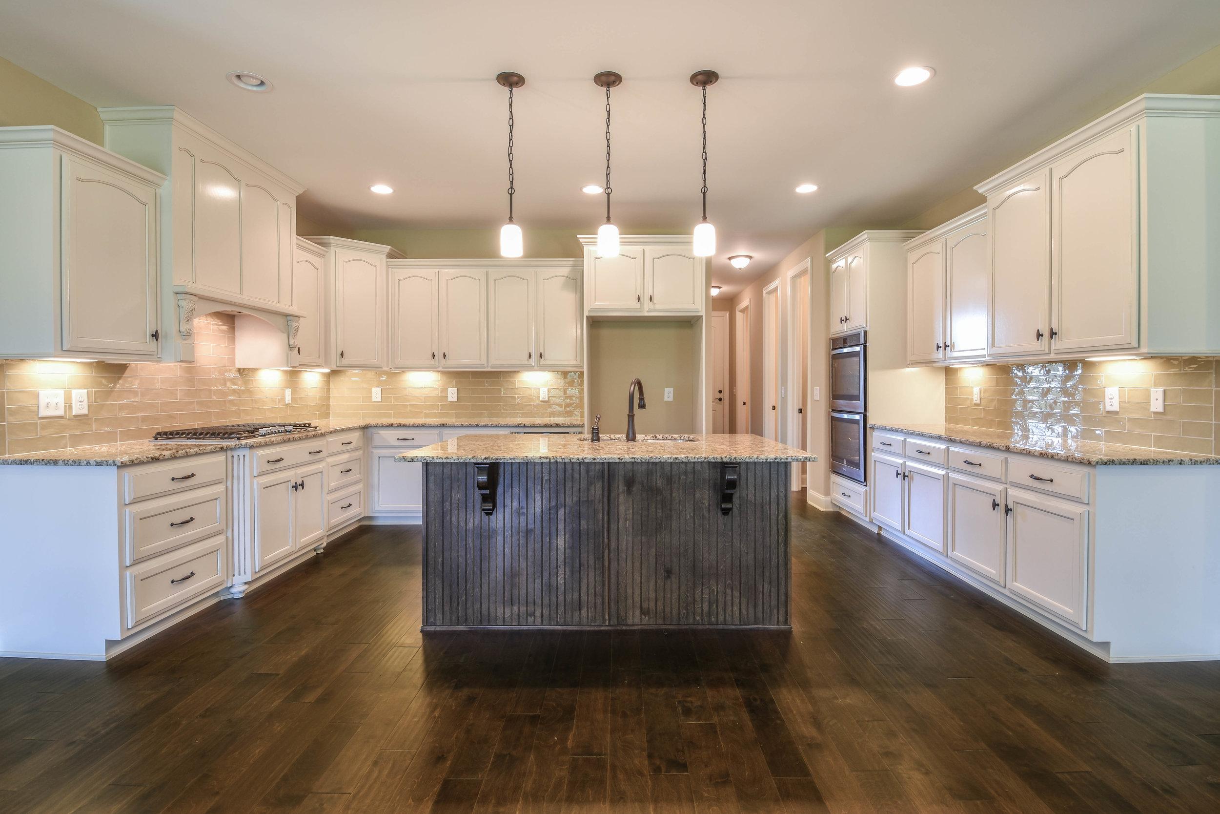 21. Kitchen 2.jpg
