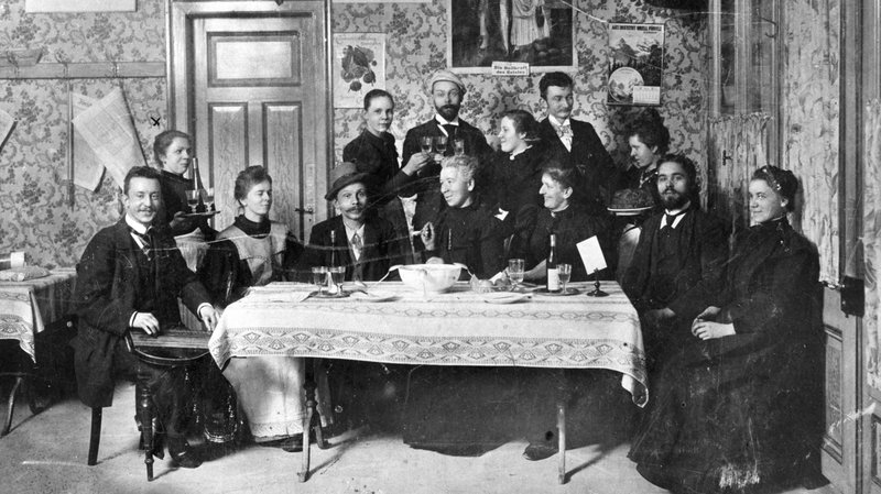 A bunch of hipsters in Williamsburg at the latest trendy veg restaurant. Just kidding, this photo is from a veg restaurant in Zurich in 1898.