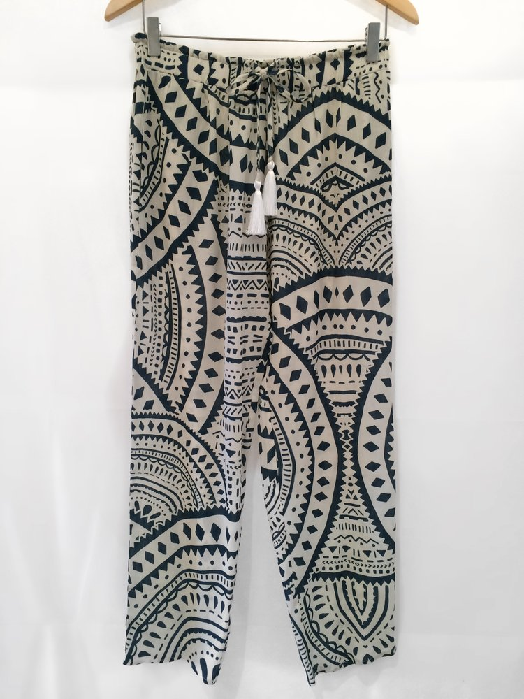 Tribal Print Pants  are the perfect pattern to pair with a  simple bright sleeveless shir t and some  cool tribal jewelry!