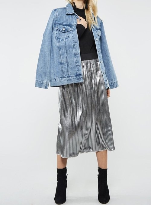 Metallic Silver Pleated Skirt .... for a more casual look, throw on a tee shirt and your favorite denim jacket and take this to the OPENING NIGHT OF AN ART GALLERY.
