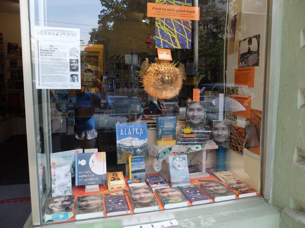 Window display at Buchpalast in Munich.  Photocredit: Katrin Ruger, Buchpalast