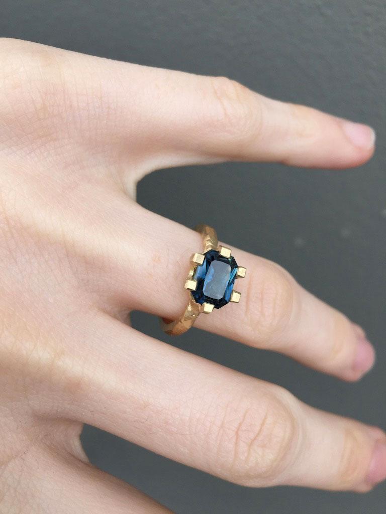 Emerald-cut-sapphire-18ct-gold3.jpg