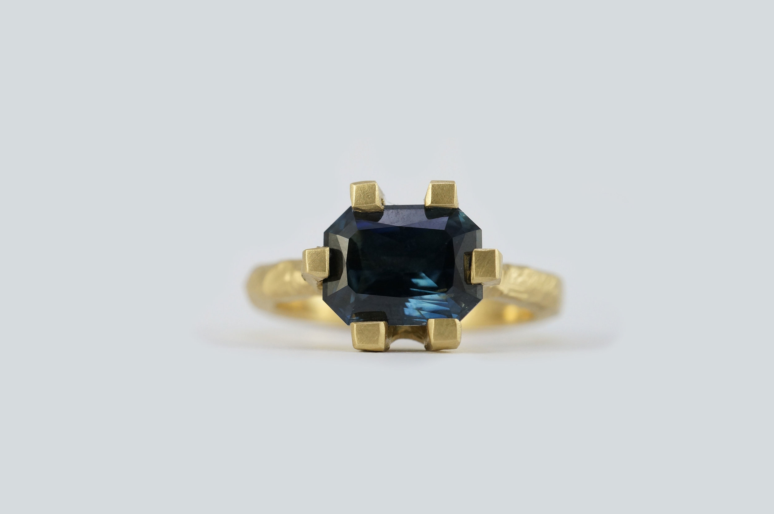 Emerald-cut-sapphire-18ct-gold5.jpg