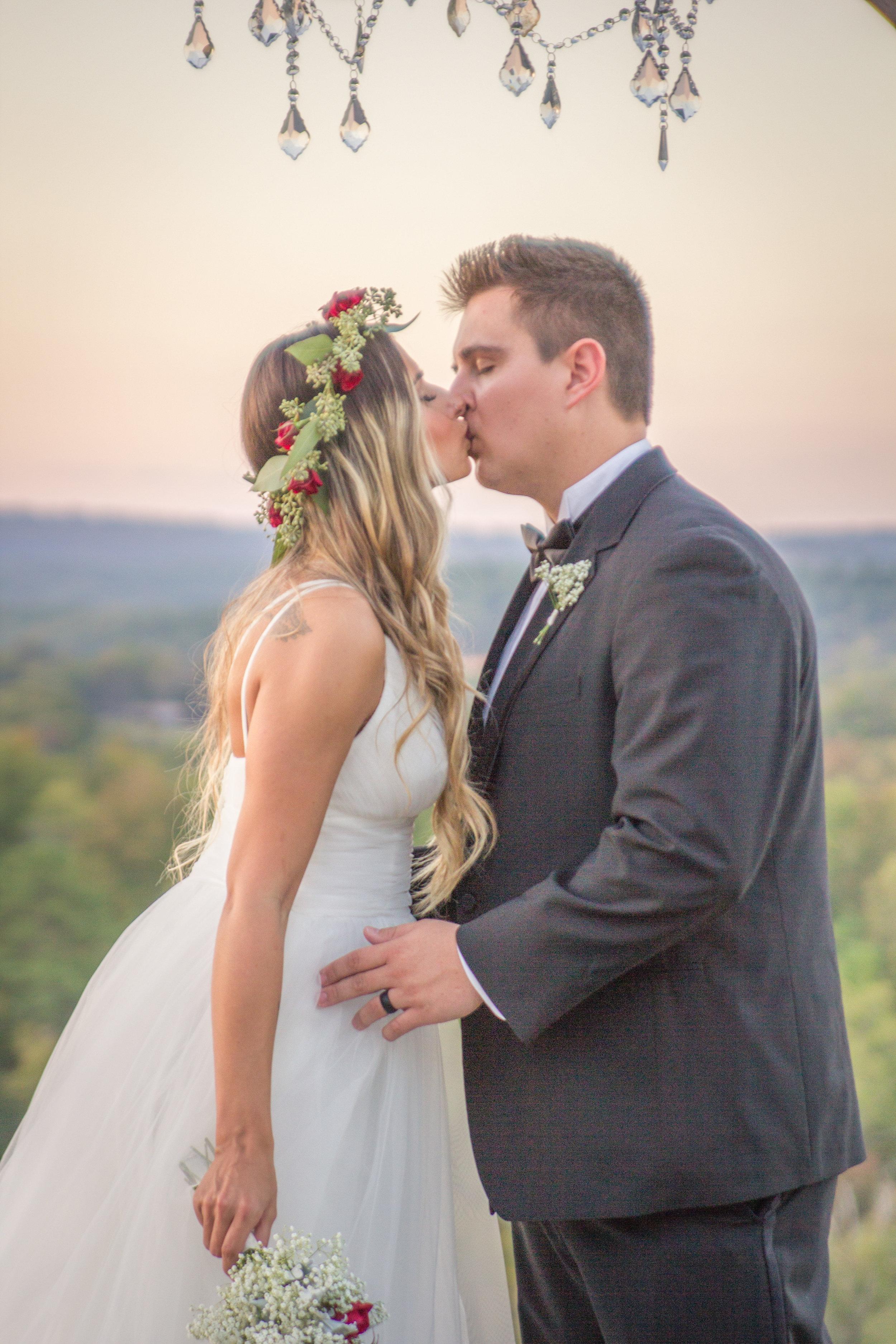 Hannah_Capps_Photography_Arkansas_Royal_Ridge_Gold_Wedding93.jpg