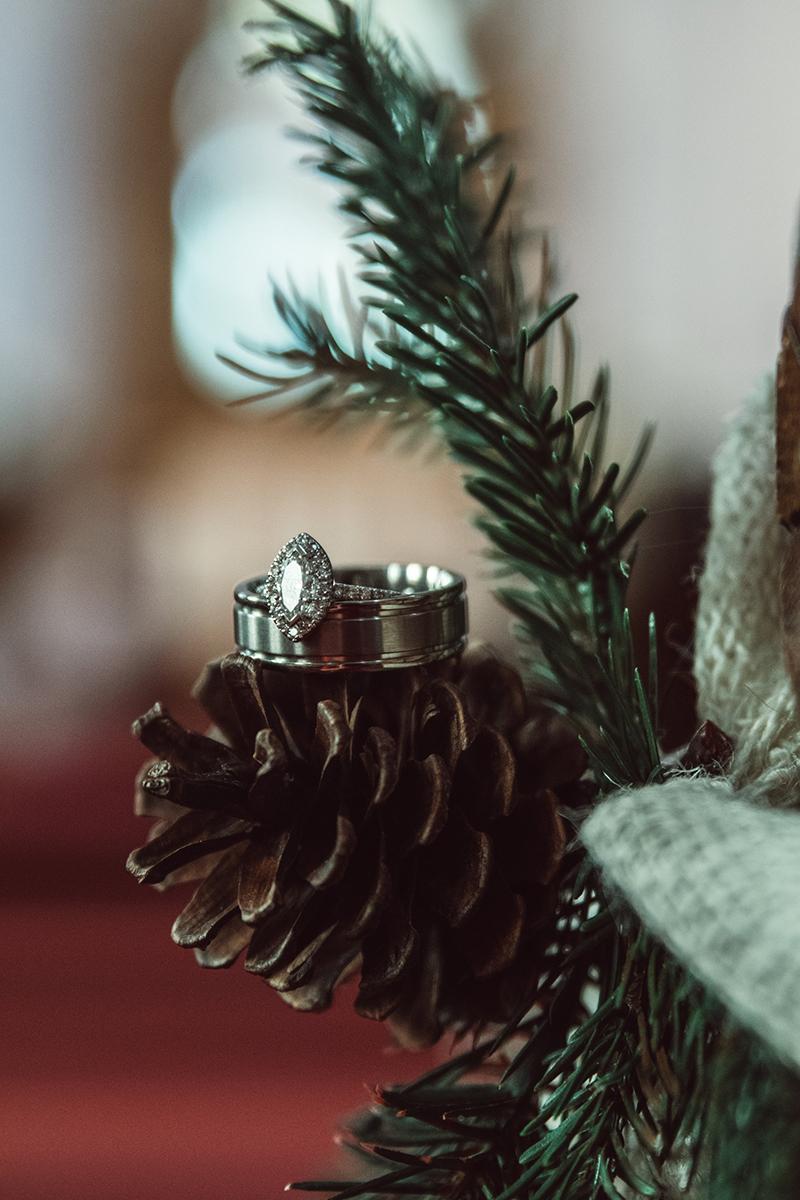 winter-wisconsin-wedding-westby-alyssa-smolen-photography (1).jpg