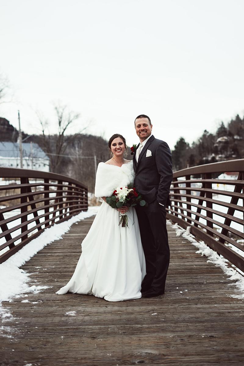 winter-wisconsin-wedding-westby-alyssa-smolen-photography (15).jpg