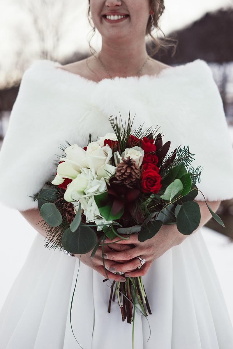 winter-wisconsin-wedding-westby-alyssa-smolen-photography (18).jpg