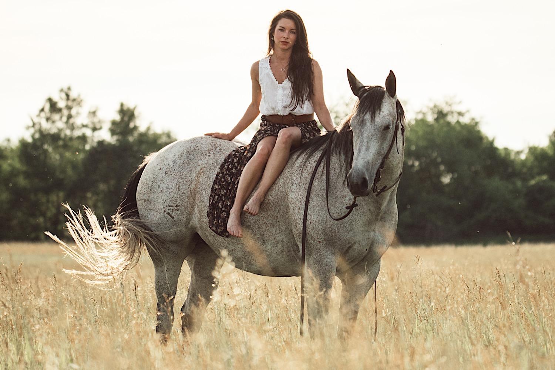 03_horsecouch-84.jpg