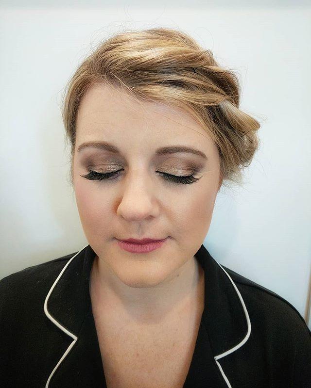 Bronzed and glowing for this Bridesmaid! Hair : @uptownfunkyouupdo . . . . #charlottebeauty #beautyasylum_norelle #beautyaslyum #ncmua #scmua  #makeupbynorelleb #charlottemakeupartist #onlocationartist #anastasiabeverlyhills #ardelllashes #makeupforever #bridalmakeup