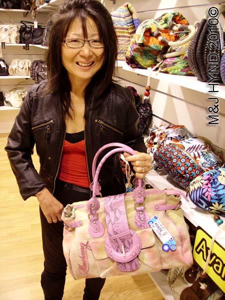 spain Elche Salvador Artesano outlet shoe factory shop for handbags