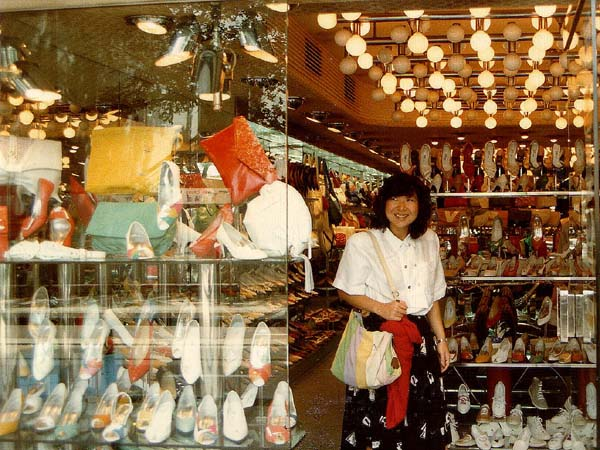 Hong Kong shoe shop, snakeskin, suede, patent leather, style, stilettos, ballet-flats, jutti-shoes, jelly-shoes, kitten heel, platform-shoes, court-shoes, mules, ankle-wrap