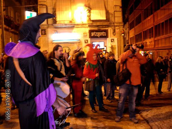 bloke with big camera / medieval #1-: spain Alicante Carnival Fiesta, Costa Blanca, harlequin costume, court jester, cameraman, strolling troubadours, drummer, medieval music spectators