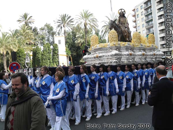 spain elche, Semana Santa Holy Week, Palm Sunday, Domingo de Ramos, procession, winners of intricate woven white-palm leaves Concurso de Ayuntamiento crafts competition en Elche, Palm park