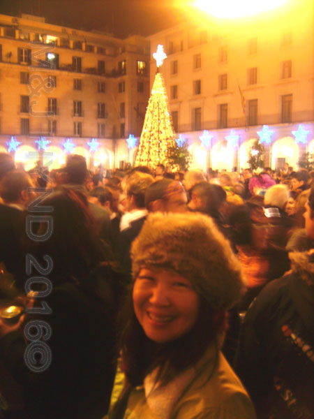 spain downtown Alicante, fiesta nochevieja New Years Eve, crowds, tall Christmas tree