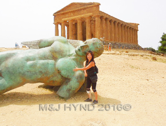 voila! Finally arrived in one piece, without tripping or falling... Took a photo of the fallen bronze Icarus statue