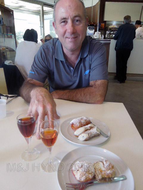 Sicily: Marsala + Cannoli - good combo