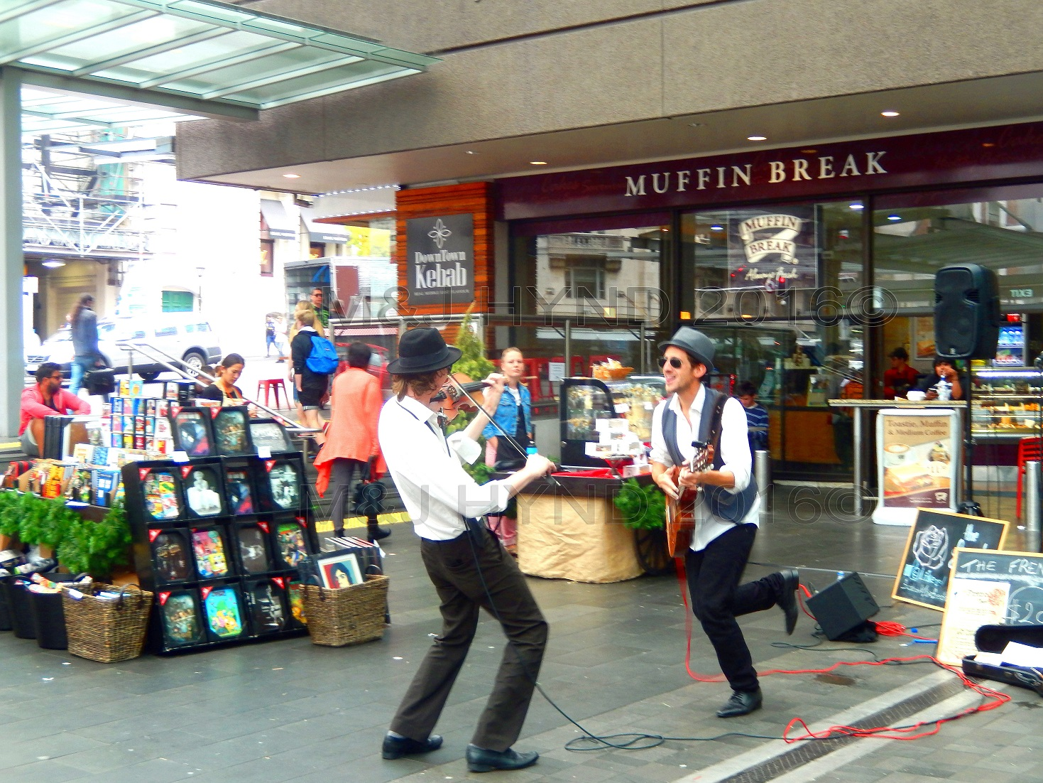 waterfront lively buskers at Muffin Break Queen St, Auckland, NZ