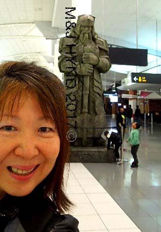 GIMLI dwarf statue Auckland airport, NZ