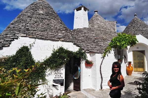 Pietra trulli house: cone-shaped dwelling, Alberobello, Puglia, Italy