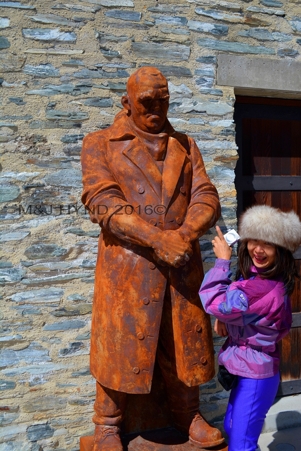 Amisfield Winery large workman statue, Lake Hayes, Central Otago, NZ