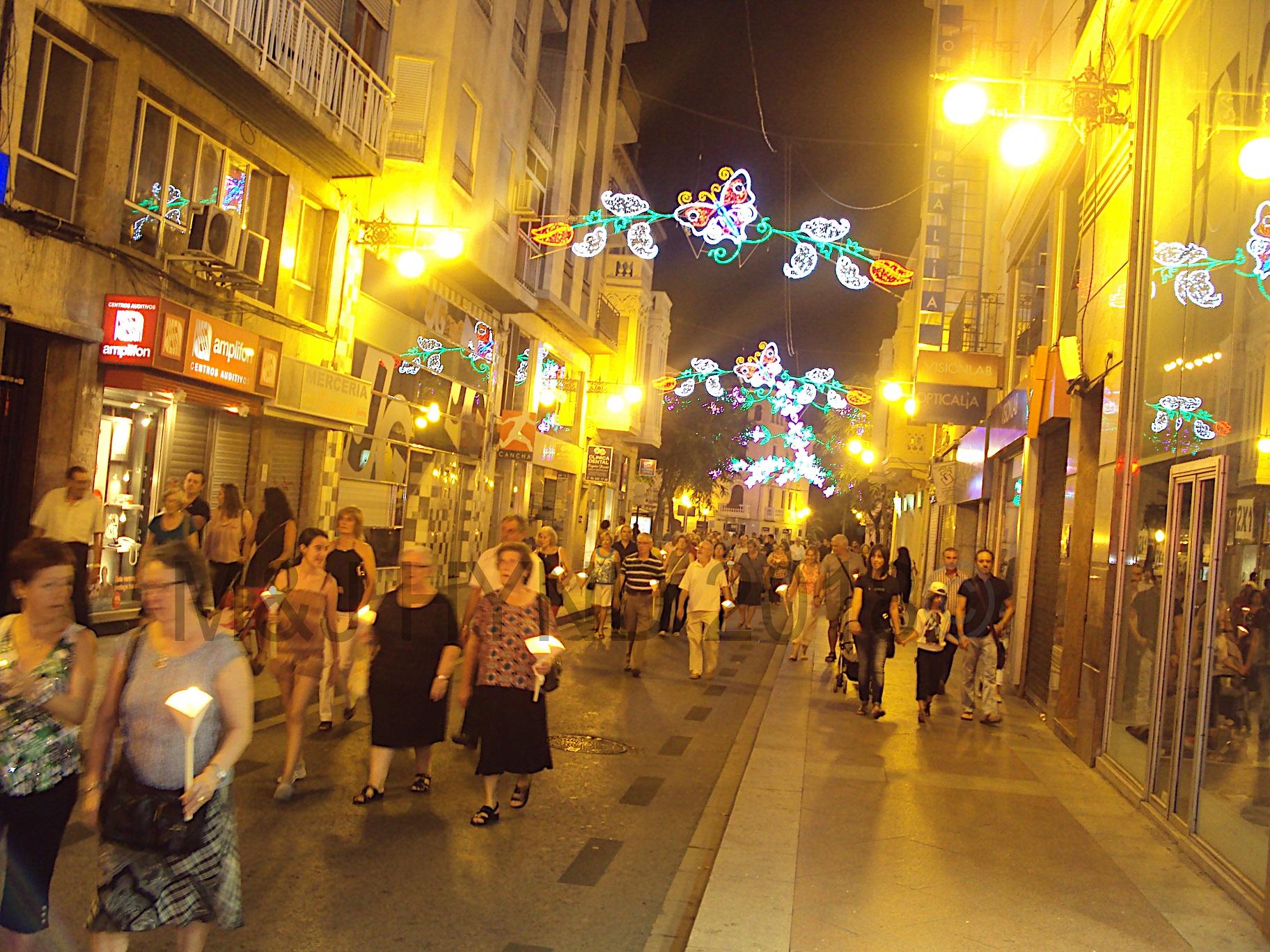'Nit de la Roa' all night candleit vigil