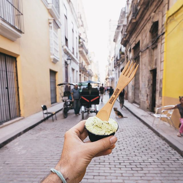 Cool pistachio gelato to chill out after a warm stroll through Havana city? 🇨🇺🍦 Si, por favor!  Of course while enjoying with our eco conscious sporks by @iamsouljour. While traveling it's important for us to reduce plastic consumption in countries that may not be as aware. Bamboo straws, wooden silverware and reusable items are healthy for us and the planet 🌱🌎 #RetreatYourself and #Treat our world with care! Thank you 🙏🏻 @iamsouljour for these amazing gifts for our guests!  #CubaRetreat #LotusRetreats 📸: @travperk_photo