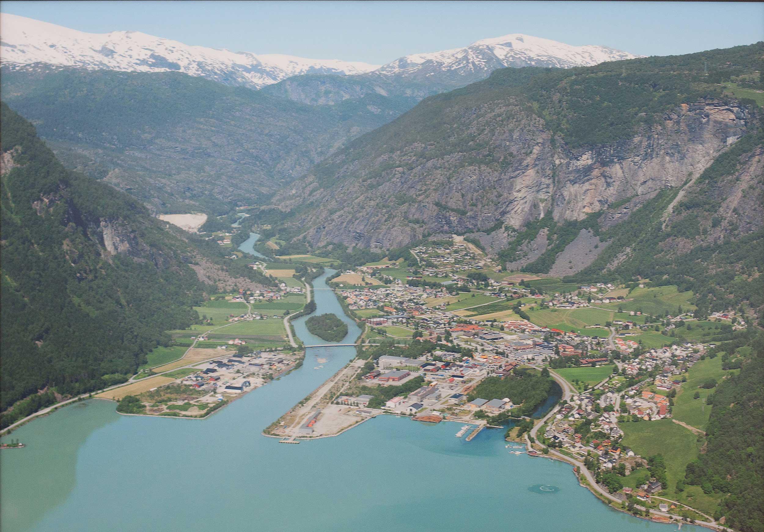 Bilde over Gaupne, Luster kommune i 2014, 26 år etter NTP startet. FOTO: NTP