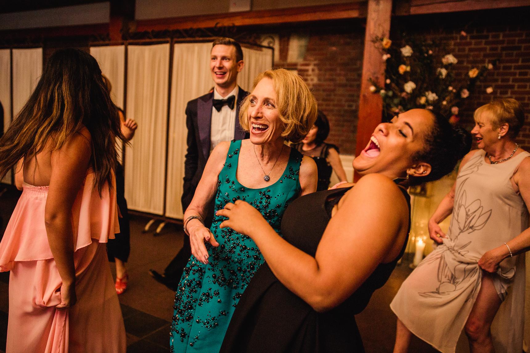 Jory_LoebBoathouse_CentralPark_NewYork_WeddingPhotographer143.jpg