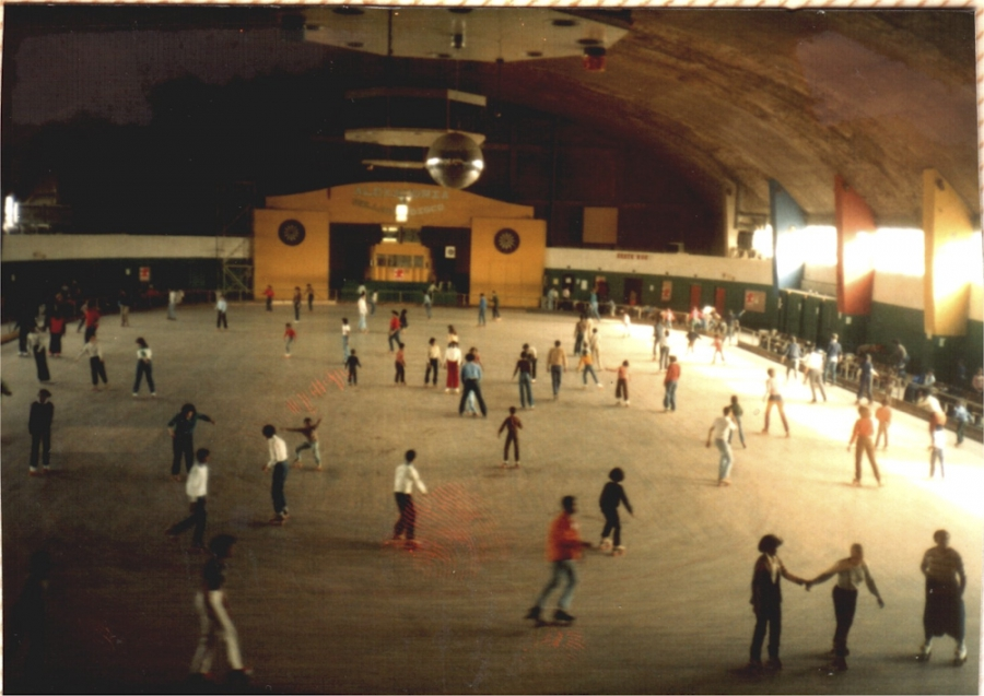 Crowd of skaters at the National Arena Roller Rink (Kalorama)