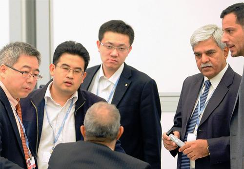 Her ser vi delegater fra Saudi-Arabia, Kina og India i samtale under COP 17 i Durban i 2011. Foto: IISD