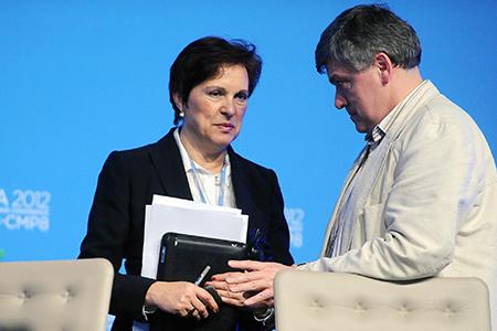 Polens forhandler Thomasz Chruszczow i diskusjon med en representant for FNs klimakonvensjon. FOTO: Leila Mead/IISD