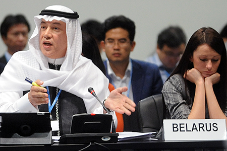 Ayman Shasly taler på vegne av Saudi Arabia, et av medlemmene i gruppen av likesinnede utviklingsland. FOTO: Leila Mead/IISD