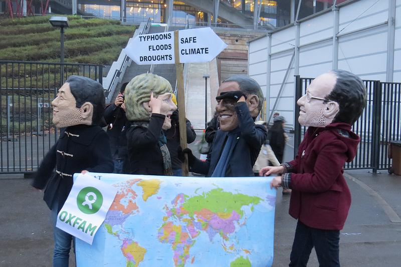 Miljøbevegelsen protesterer over manglende resultater i forhandlingene. Foto: Oxfam under Creative Commons lisens.