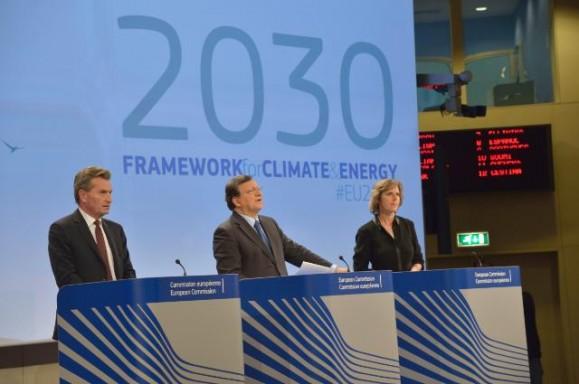 2030-forslaget ble lagt fram 22. januar av energikommissær Oettinger, kommisjonspresident Barroso og klimakommissær Hedegaard.. Foto: EU-kommisjonen.