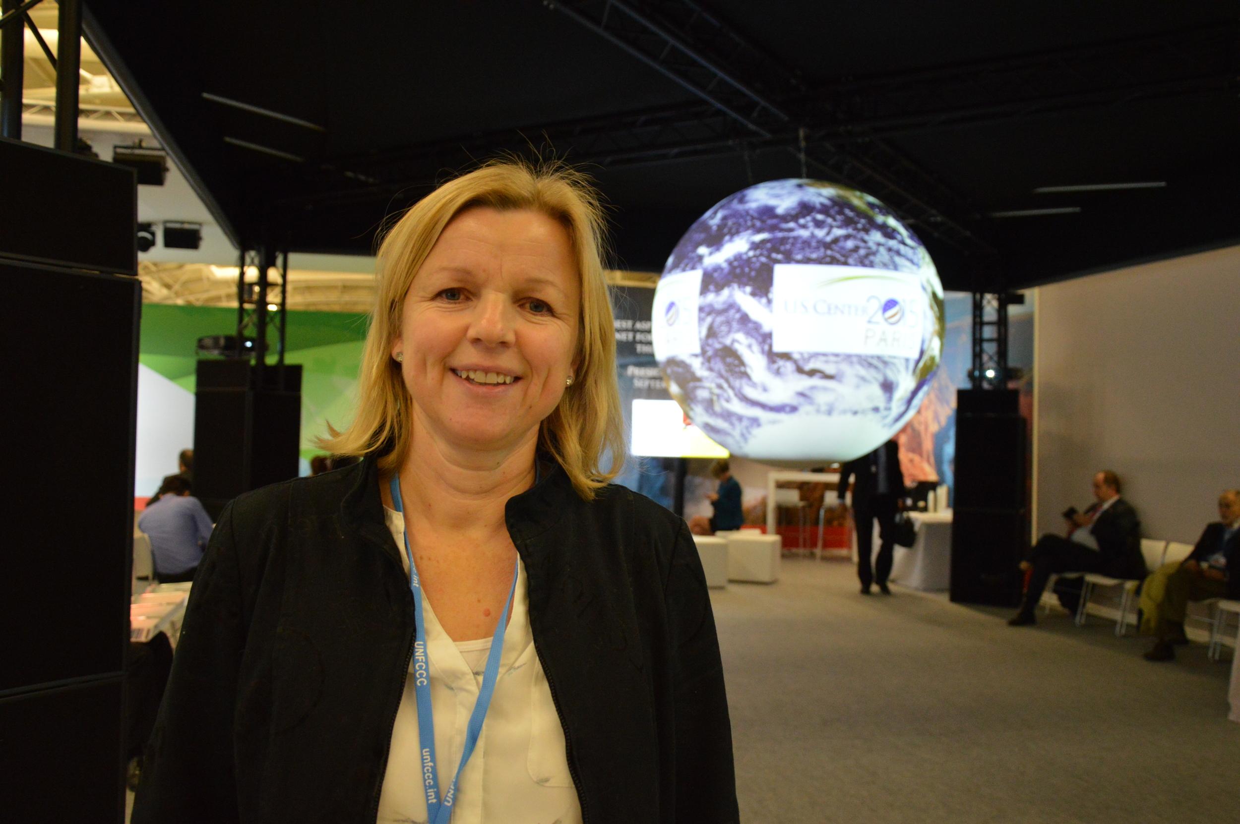 CICEP forsker Guri Bang foran USAs område under klimatoppmøtet i Paris i desember.