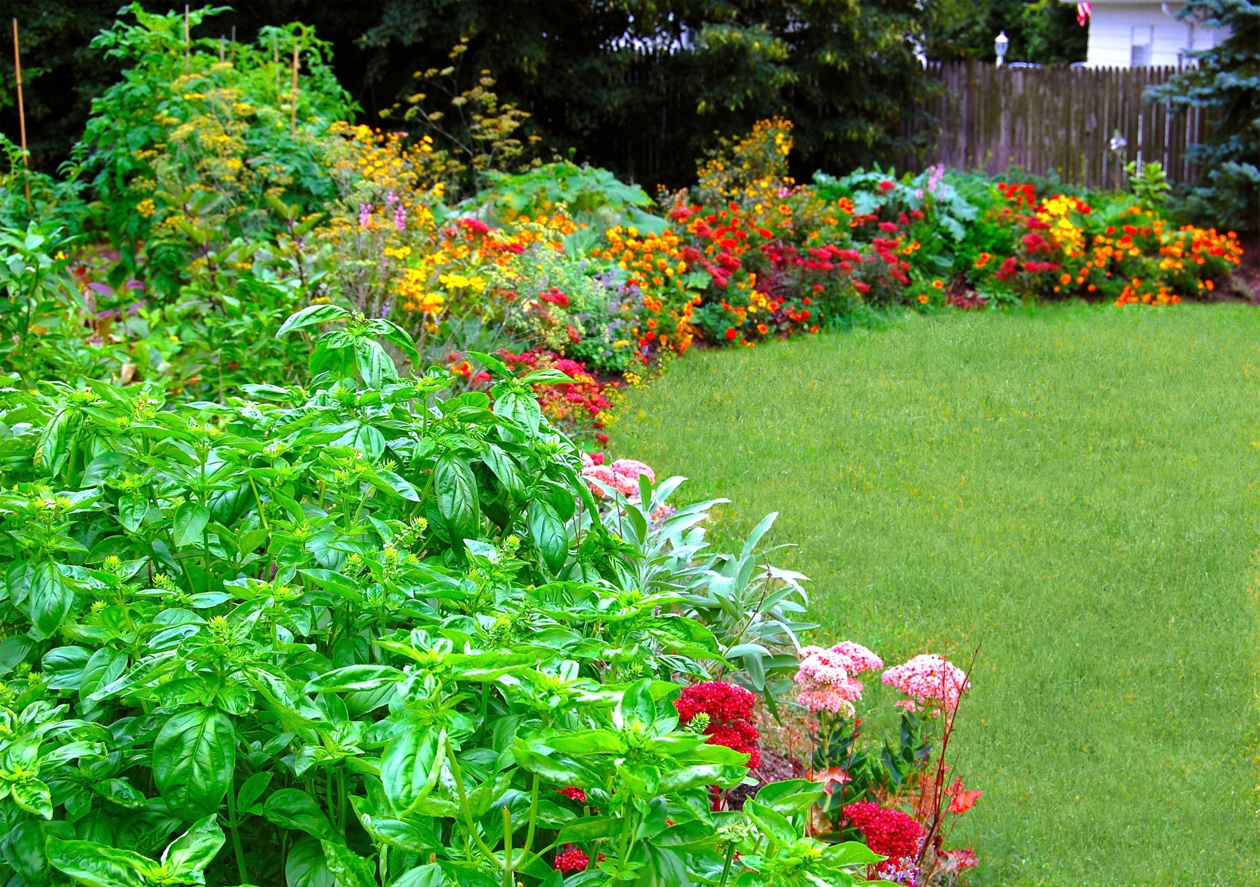Crescent Garden