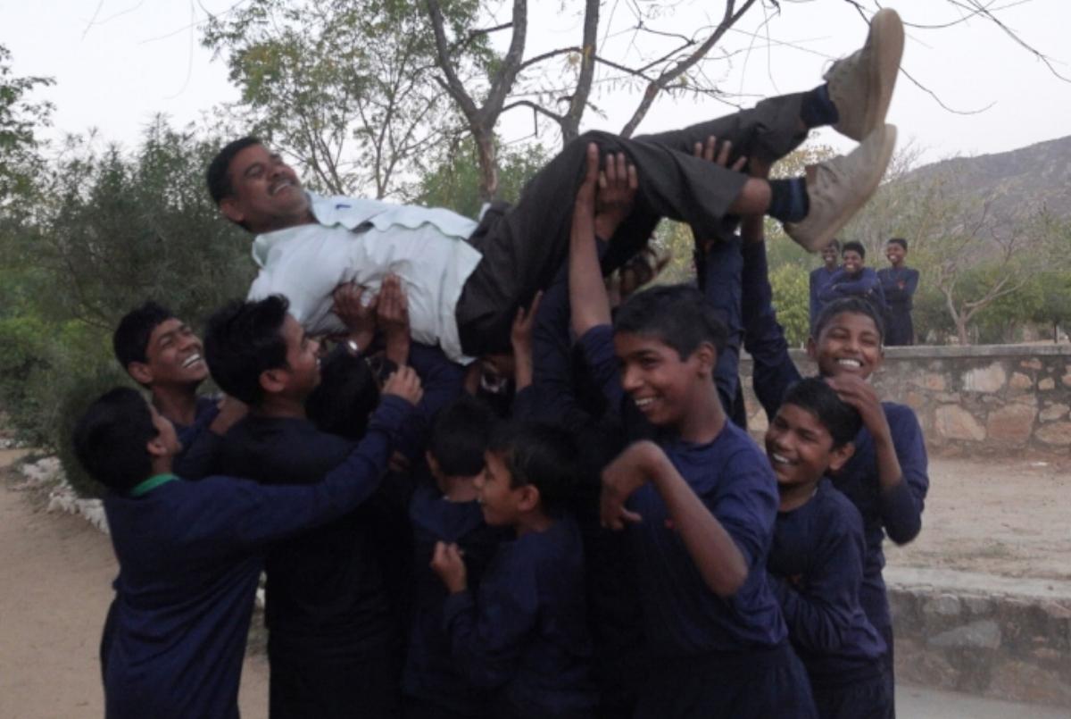 Ramkripal carried aloft © Jatin Makkar