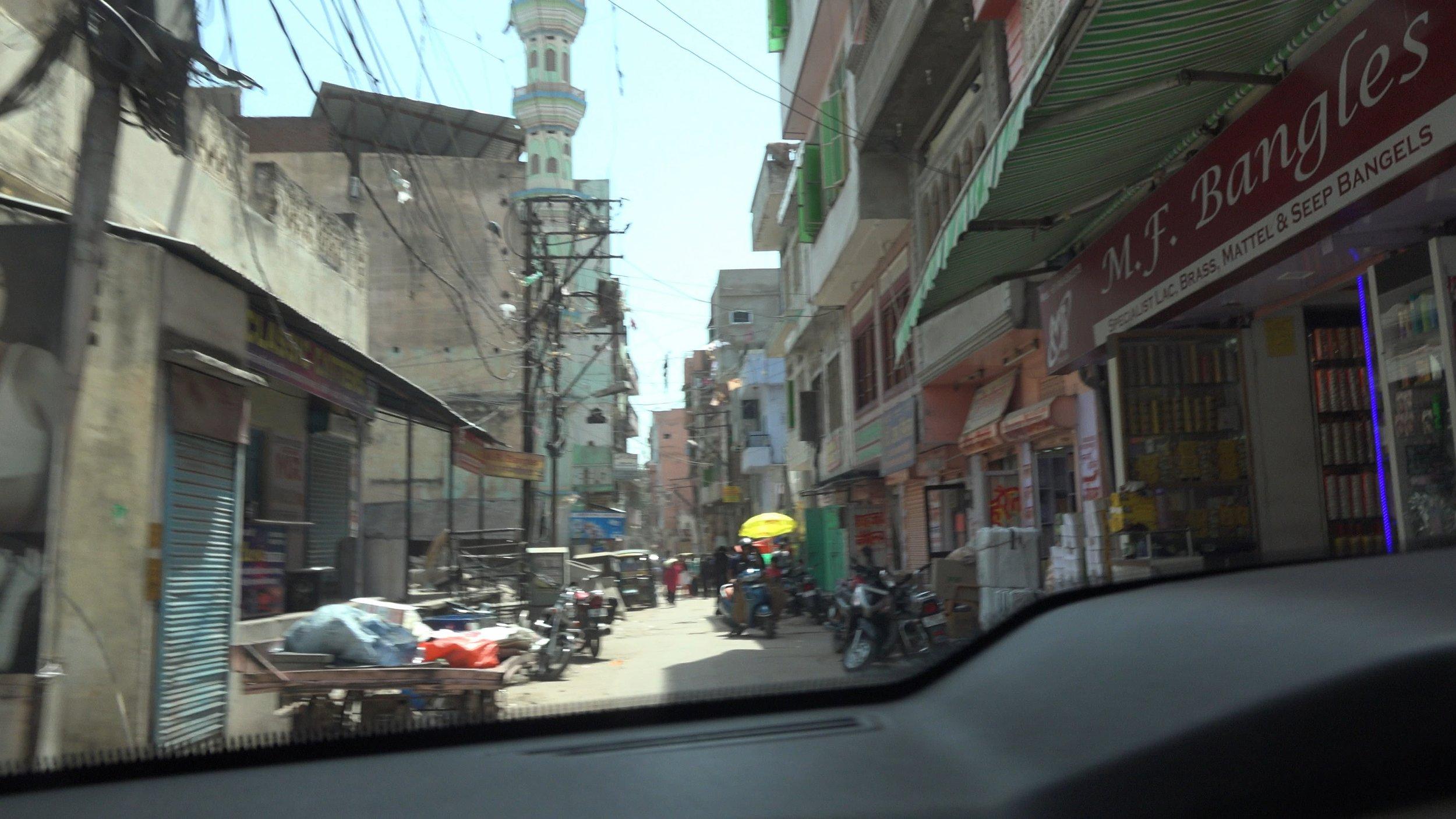 In the neighborhood of the illegal bangle factory employing children© Jatin Makkar