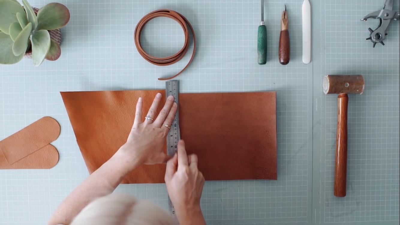 Handmade-leather-bag-British.jpg