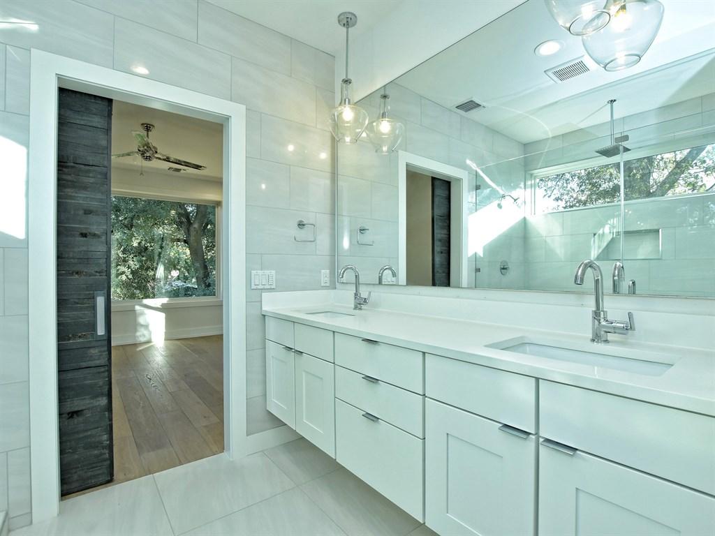 021_Master Bathroom Unit A.jpg