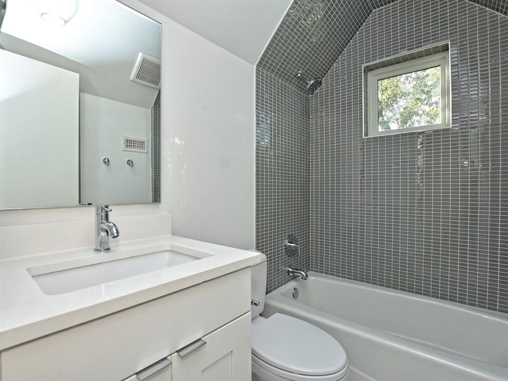 024_2rd Bathroom Unit A.jpg