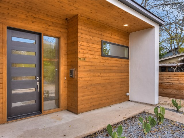 002_Front Porch-Entry.jpg
