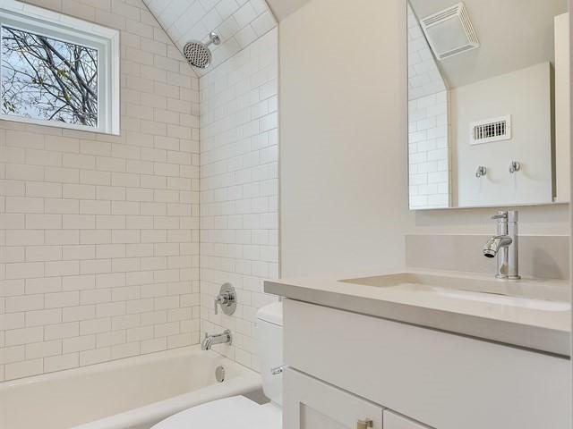 013_2nd Bathroom.jpg