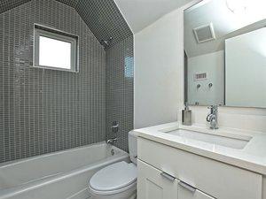044_2nd+Bathroom+Unit+B.jpg