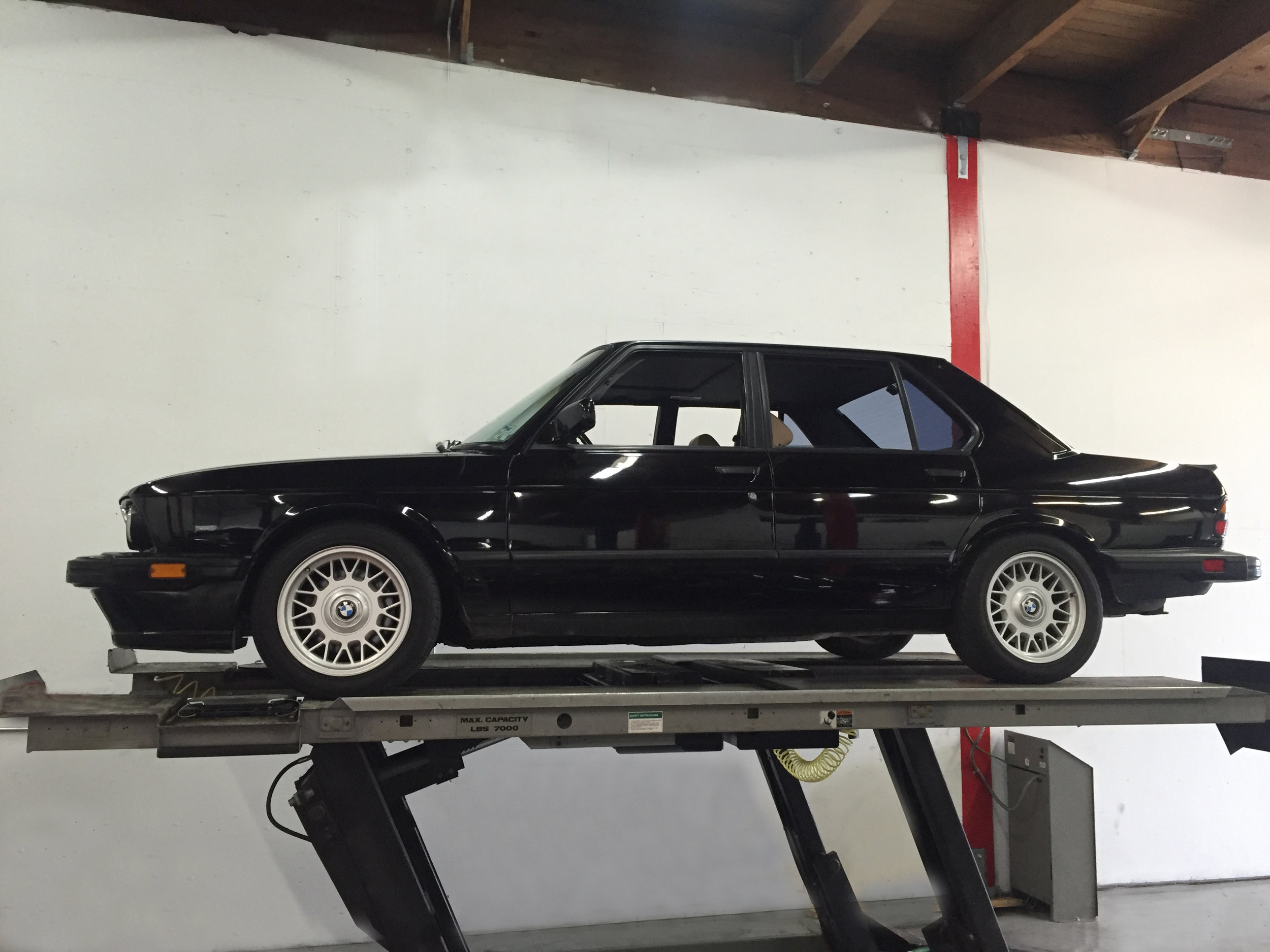 Botta Moto Works BMW e28 M5.jpg