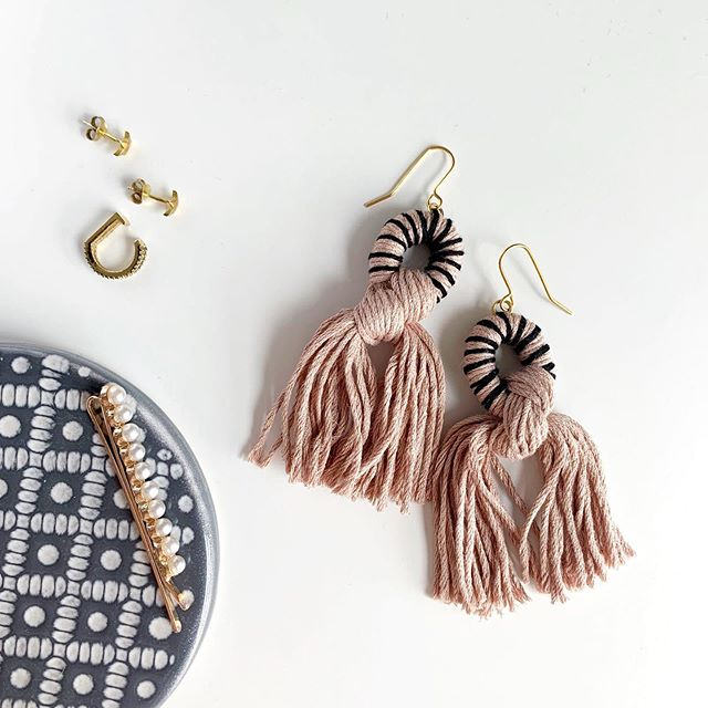 All the jewels ✨🤩 Still loving the mix of blush and black, anyone else? #ewjewellerydesign