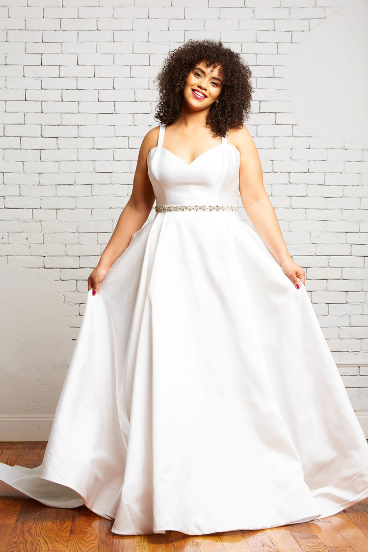 31A.+Reese+Front+2-Rebecca+Schoneveld-2-134_simple_classic_elegant_full_ball_gown_with_pockets_and_buttons.jpg