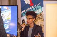 Stéphie Gumbs   originaire de Spring, était alors en échange universitaire au Brésil dans le cadre de sa licence à Sciences Po Paris.  Elle est restée au comité directeur jusqu'en mai 2017 et est actuellement consultante en transformation digitale après avoir obtenu un master en droit international à Sciences Po